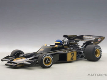 AUTOart 87330 Lotus 72E 1973 Ronnie Peterson 1:18 with Driver Figure Black