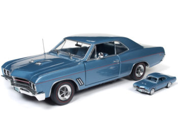 Autoworld Amm1115 1967 Buick GS 400 1:18 & 1:64 2 Cars Set Blue