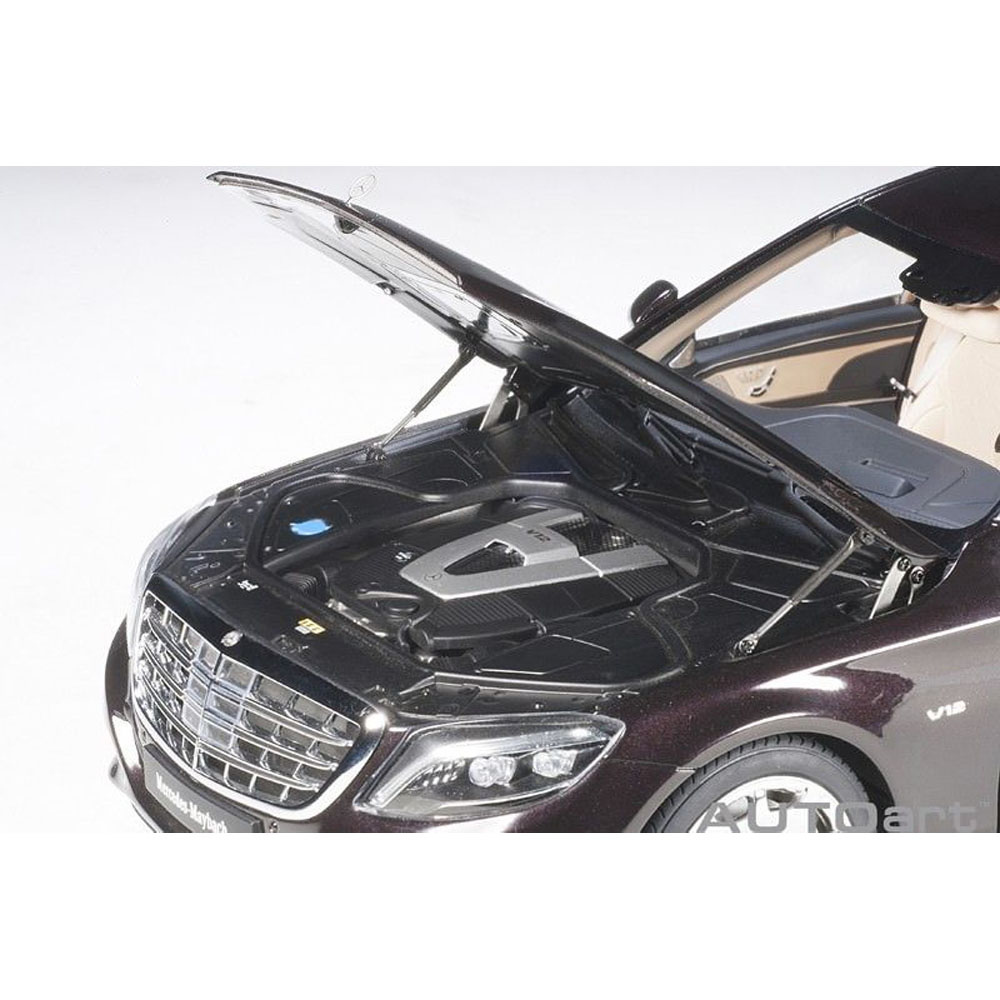 AUTOart 76299 Mercedes Benz Maybach S 600 Pullman Limo 1