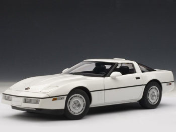 AUTOart 71243 1986 Chevrolet Corvette 1:18 White