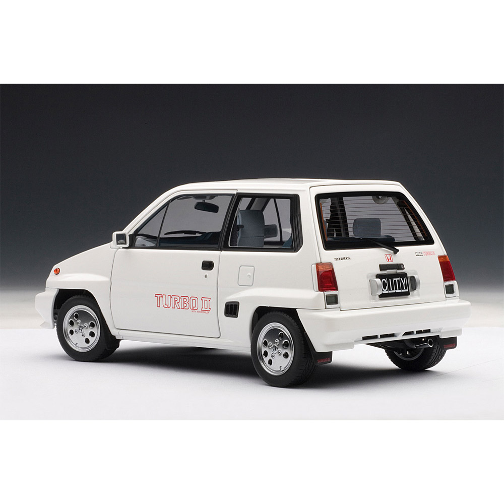 AUTOART 73282 HONDA CITY TURBO II WHITE WITH MOTOCOMPO IN RED 1:18TH SCALE