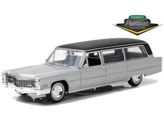 Greenlight 18005 1966 Cadillac Limousine with Black Top 1:18 Silver