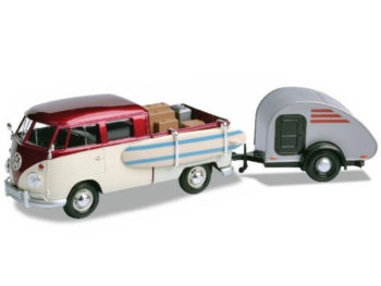 Motormax 79673 VW Volkswagen T1 Pickup Truck 1:24 with Surf Board Purple / Cream