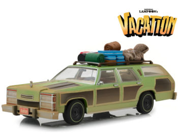 Greenlight 19048 Lampoon's Vacation 1979 Family Truckster Wagon Queen 1:18 with Aunt Edna