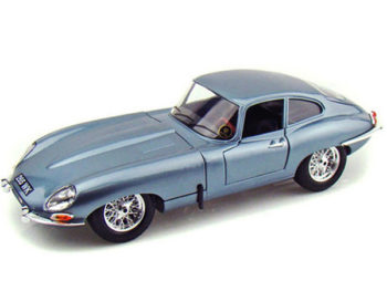 Bburago 18-12044 1961 Jaguar E Type Coupe 1:18 Light Blue