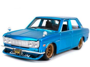 Maisto 32527 Tokyo Mod 1971 Datsun 510 1:24 Matte Satin Blue
