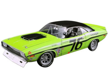 Acme A1806009 1970 Dodge Challenger T/A #76 1:18 Sam Posey Green