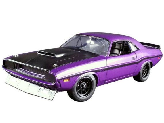 Acme A1806010 1970 Dodge Challenger T/A Street Version 1:18 Purple