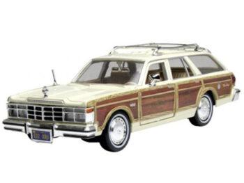 Motormax 73331 1979 Chrysler Lebaron Town & Country 1:24 Beige