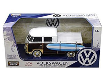 Motormax 79560 Volkswagen Type 2 T1 Double Cab Pick Up Truck 1:24 with Surfborad White Brown